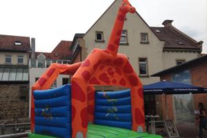 Hüpfburg Giraffe klein Aufmacher JPG